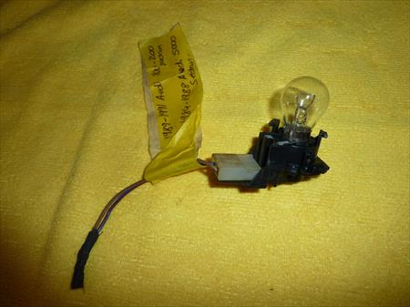89-91 AUDI 100 200  QUATTRO SEDAN 84-88 AUDI 5000 SEDAN TAIL LIGHT SOCKET & BULB SEDAN 4 DOOR