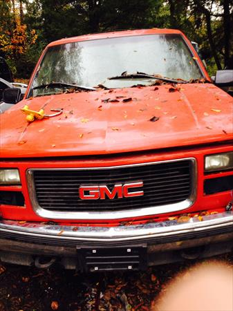 98 GMC Suburban red- lots of great bod..