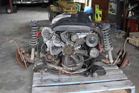 1993 ford 5 ltr v8 fuel injected motor and 4 speed auto