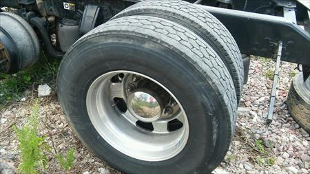 steer and rear wheels from a kenworth 295/75r/22.5