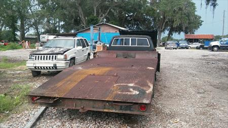 flatbed trailer with ramps